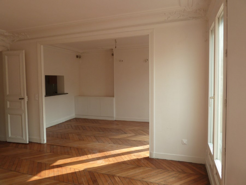 Rental apartment Paris 10ème 2 100€ CC - Picture 2