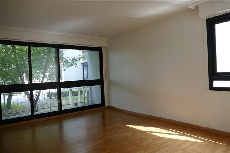Rental apartment Verrieres le buisson 1115€ CC - Picture 2