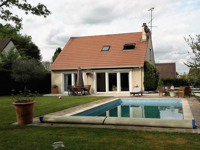 Agréable maison sur sous-sol total et avec piscine chauffée