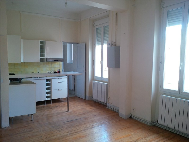 Rental house / villa Salon de provence 568€ CC - Picture 1