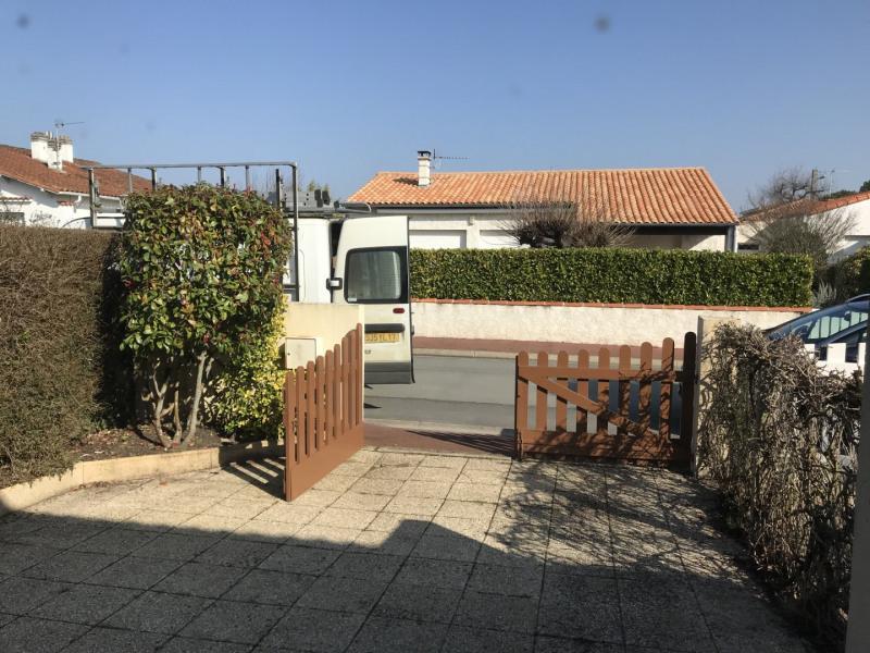 Vacation rental house / villa Vaux sur mer 647€ - Picture 11