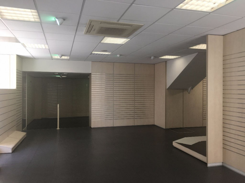 Location local commercial Surgeres 2 066€ CC - Photo 6