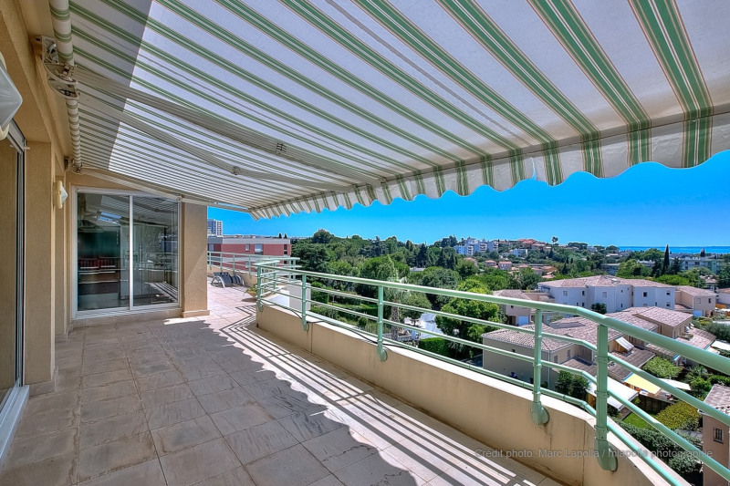 Rental apartment Antibes 2 500€ CC - Picture 1