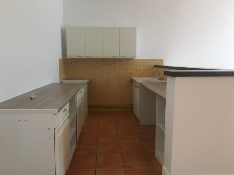 Rental apartment Assieu 800€ CC - Picture 3