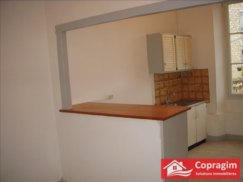 Rental apartment Montereau fault yonne 465€ CC - Picture 2