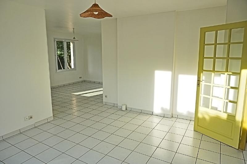 Rental house / villa L'isle jourdain 949€ CC - Picture 2