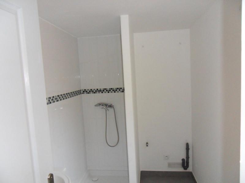 Location appartement Entraigues-sur-la-sorgue 435€ CC - Photo 4