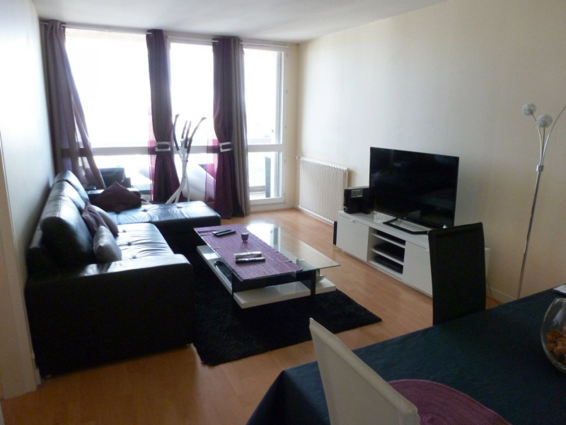 Location appartement Maurepas 880€ CC - Photo 1