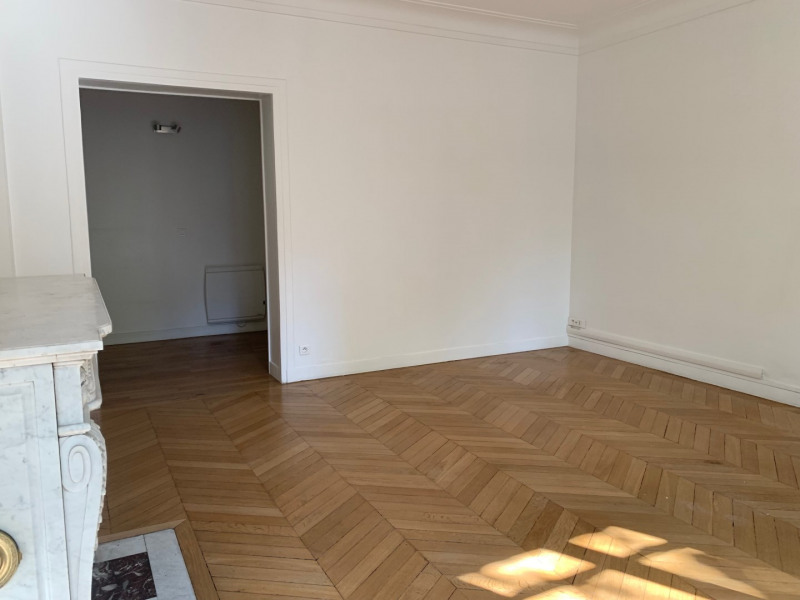 Rental apartment Paris 17ème 2 555€ CC - Picture 2