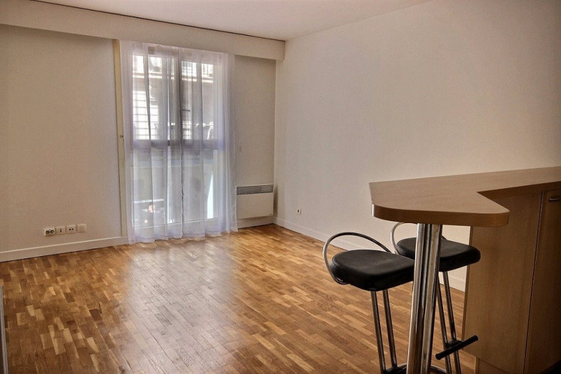 Location appartement Levallois perret 1 186€ CC - Photo 1