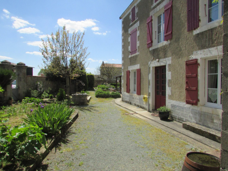 Vente maison / villa Aigre 133 000€ - Photo 1