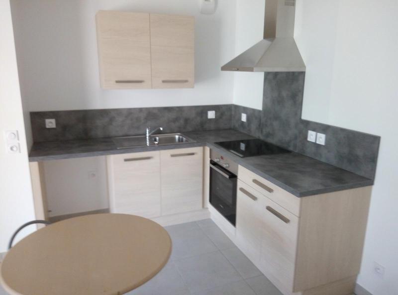 Rental apartment Bron 628€ CC - Picture 3