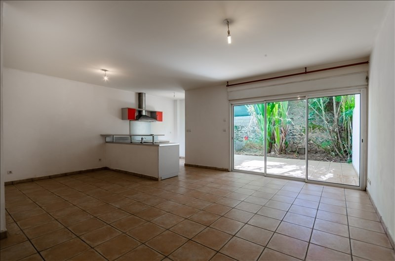 Rental apartment St pierre 735€ CC - Picture 1