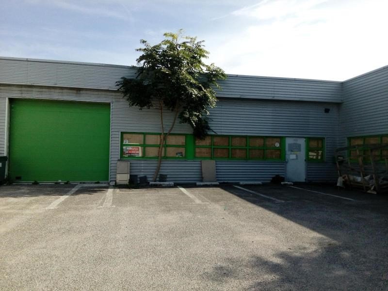 Location local commercial Echirolles 2392€ CC - Photo 1