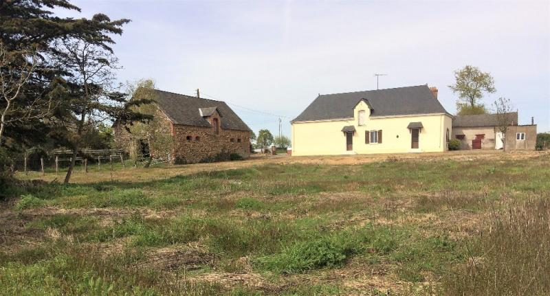 Sale house / villa Craon 132000€ - Picture 1