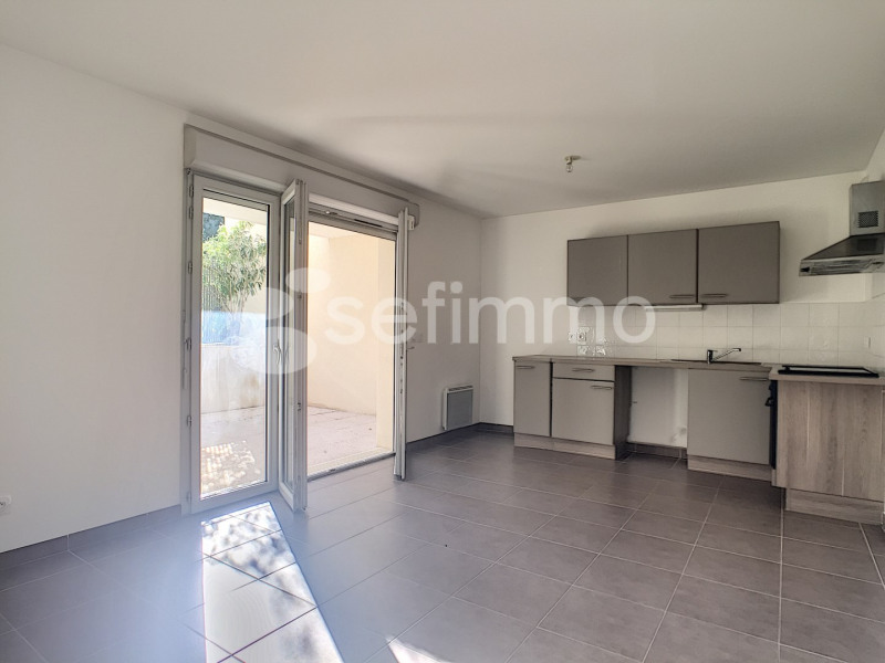 Location appartement Saint-zacharie 644€ CC - Photo 2
