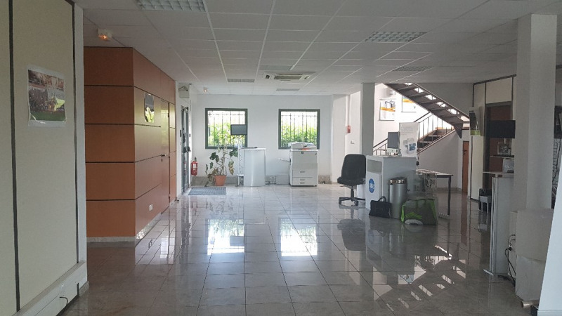 Vente local commercial Cuers 1699000€ - Photo 3