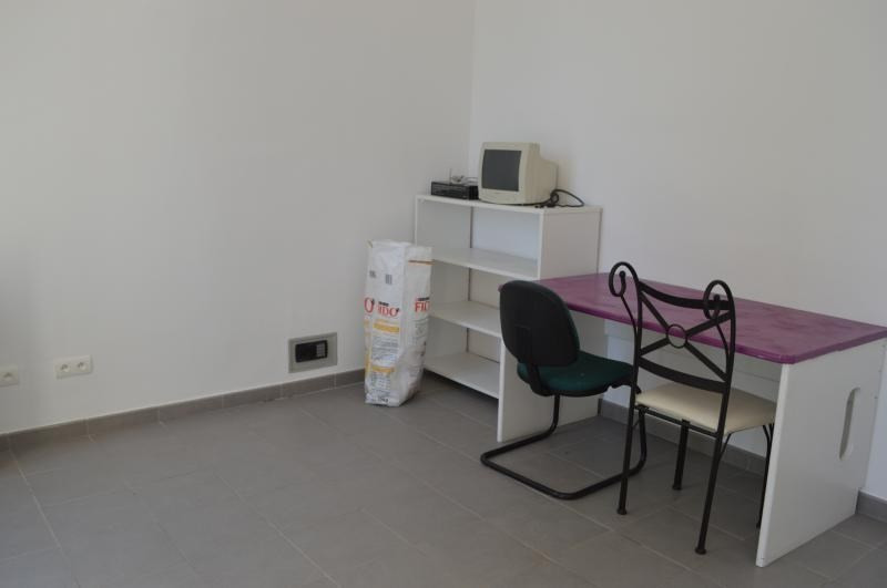 Rental empty room/storage Le muy 750€ CC - Picture 3