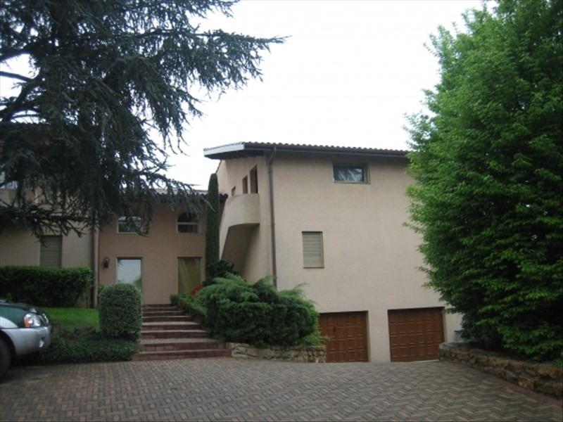 Rental apartment St genis les ollieres 730€ CC - Picture 1