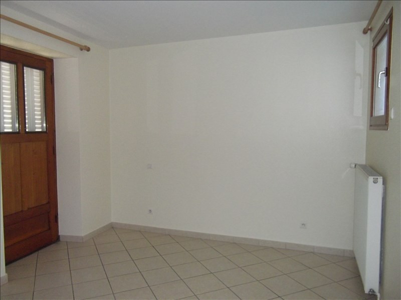 Rental apartment Yenne centre 500€ CC - Picture 4