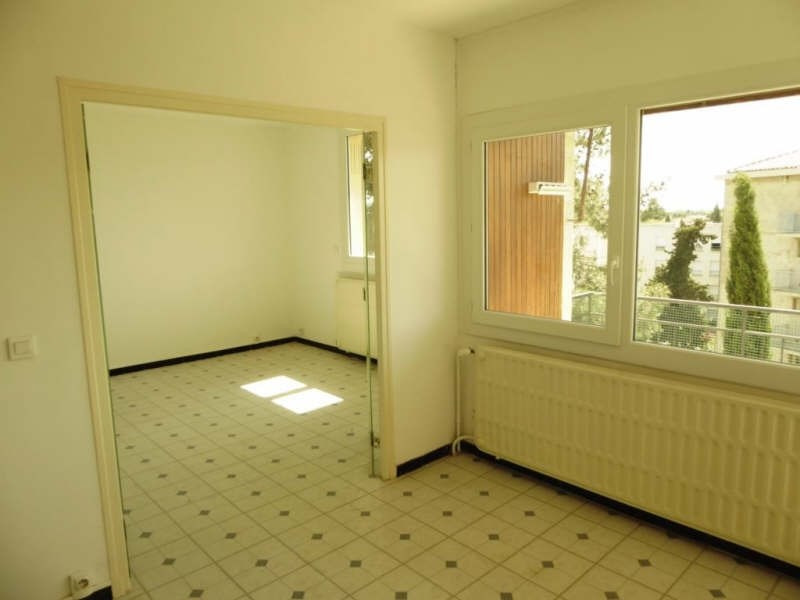 Location appartement Nimes 600€ CC - Photo 2