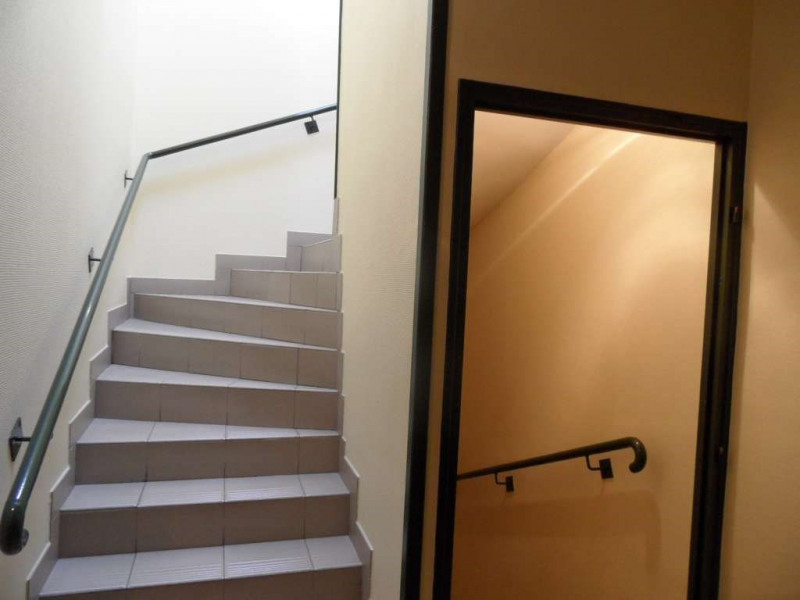Investment property building Laval 1707750€ - Picture 2